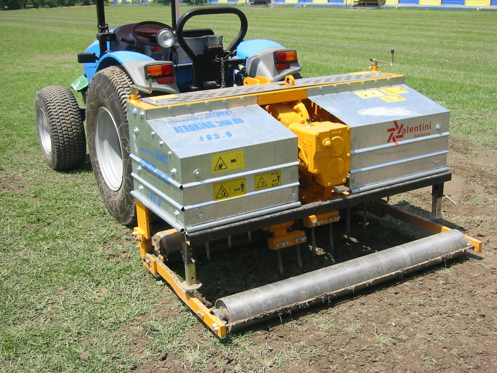 Manutenzione e rigenerazione campi da calcio e rugby for Utensili per prelevare campioni di terreno